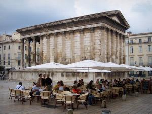 Nîmes   Square House (Maison Carrée, Ancient Roman Temple) And Square With  Outdoor