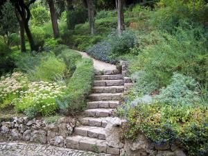 Nîmes - Fontaine garden (park): staircase surrounded by flowerbeds and shrubs