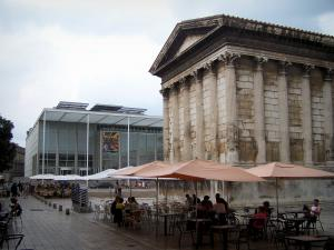 Nîmes - Maison Carrée square: Square house (ancient Roman temple) on the right, Carré d'Art (modern building home to the Contemporary Art museum) on the left, and café terraces
