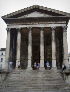 Nîmes - Portico of the Square house (Maison Carrée) with its columns topped by Corinthian capitals