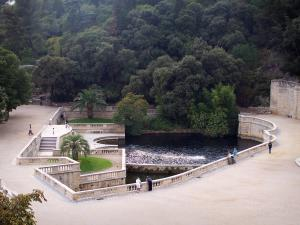 Nîmes - Fontaine garden: view of the spring pond