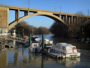 Nogent-sur-Marne - The River Marne, boats, trees and viaduct