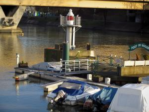 Nogent-sur-Marne - Port with cardinal mark and boats, the River Marne and bridge