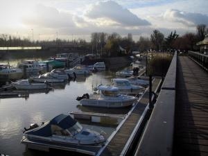 Nogent-sur-Marne - Walk, marina with its boats, trees, and clouds in the sky