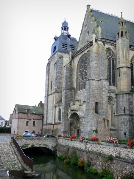 Nogent-le-Roi - Saint-Sulpice church, Roulebois river, flowers and houses of the city