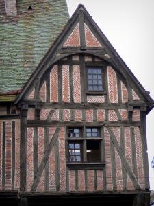 Nogent-le-Roi - Facade of a timber-framed house