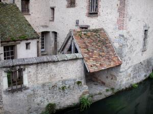 Nogent-le-Roi - House along the water (Roulebois river)