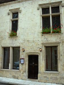 Nogent-le-Rotrou - Renaissance-style house which boasts mullioned windows, in the old town