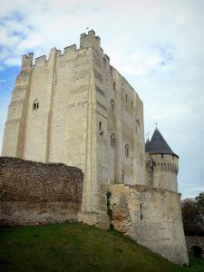 Nogent-le-Rotrou - Keep and round tower of the Saint-Jean castle