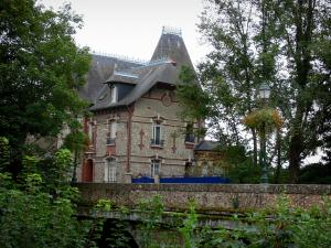 Nogent-le-Rotrou - Residence and trees