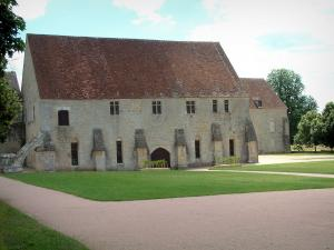 Noirlac abbey - Court and Cistercian abbey