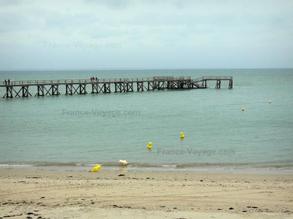 Noirmoutier island - Dames beach (sandy beach), landing stage and sea