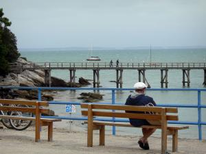 Noirmoutier island - Benches with view of the sea and the landing stage of the Dames beach