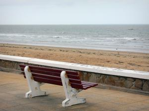 Notre-Dame-de-Monts - Seaside resort: bench of the walkway with view of the sandy beach and the sea (Atlantic Ocean)