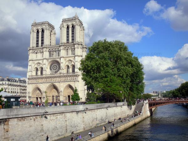 Notre-Dame de Paris cathedral - View on the west facade of the cathedral and the Seine river
