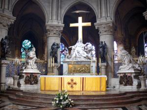 Notre-Dame de Paris cathedral - Inside the cathedral: altar