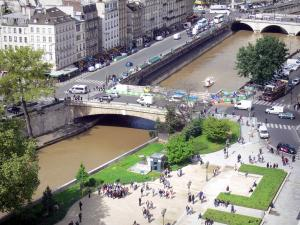Notre-Dame de Paris cathedral - View of the banks of the Seine river from the heights of the cathedral