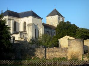 Nouaillé-Maupertuis abbey - Saint-Junien abbey (ancient Benedictine abbey): abbey church and its bell tower