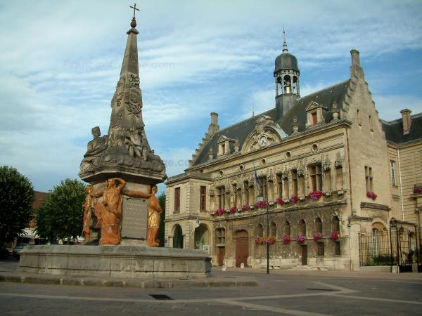 Noyon - Square with the Dauphin fountain and Renaissance facade of the town hall