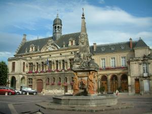 Noyon - Dauphin fountain and Renaissance facade of the town hall