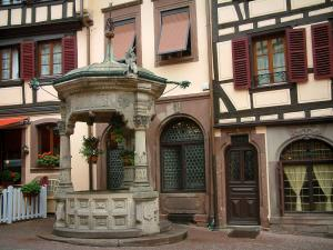 Obernai - Six seaux Well of the Renaissance style and half-timbered houses