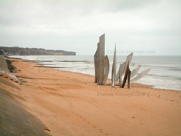 Omaha Beach - Landing site: Omaha beach, commemorative monument, cliffs, and the Channel (sea)