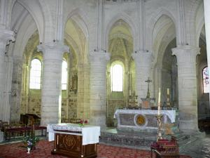 Orbais-l'Abbaye - Inside of the Saint-Pierre-Saint-Paul abbey church: high altar and chancel