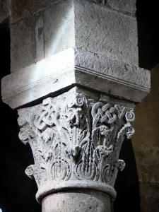 Orcival basilica - Inside of the Notre-Dame Romanesque basilica: sculpted capital