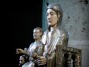 Orcival basilica - Inside of the Notre-Dame Romanesque basilica: statue of the Virgin in Majesty
