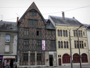 Orléans - Joan of Arc's house (half-timbered facade) and house of the Renard gateway (on the right)