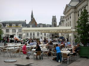Orléans - Café terrace of the Martroi square, Chamber of Commerce, houses, bell tower of the Saint-Pierre-du-Martroi church and the towers of the Sainte-Croix cathedral