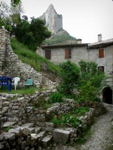 Orpierre - Terrace garden, alley, houses of the village and cliff (rock face) in background