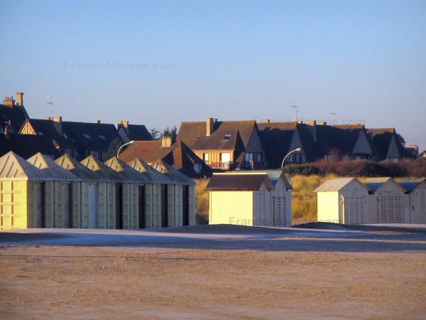 Ouistreham - Beach huts and houses of the seaside resort
