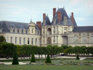 Palace of Fontainebleau - Palace of Fontainebleau (Golden Gate) and large flowerbed of the French-style formal garden