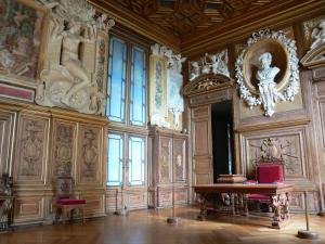 Palace of Fontainebleau - Interior of  the Palace of Fontainebleau: State Apartments: François I Gallery and bust of François I