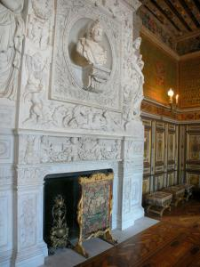 Palace of Fontainebleau - Interior of  the Palace of Fontainebleau: State Apartments: guard room and fireplace