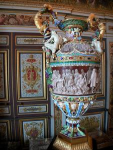 Palace of Fontainebleau - Interior of  the Palace of Fontainebleau: State Apartments: guard room and its Renaissance vase made of Sèvres porcelain