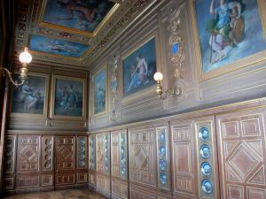 Palace of Fontainebleau - Interior of  the Palace of Fontainebleau: Plates gallery with its plates made of Sèvres porcelain