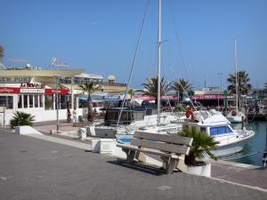 Palavas-les-Flots - Seaside resort: quay, bench, boats of the sailing port, cafe and restaurant terraces