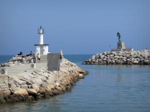 Palavas-les-Flots - Seaside resort: breakwater (cliffs), lights of the port, sculpture and the Mediterranean Sea
