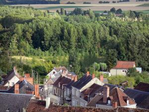 Palluau-sur-Indre - View over the roofs of the village and the surrounding countryside (Indre Valley)