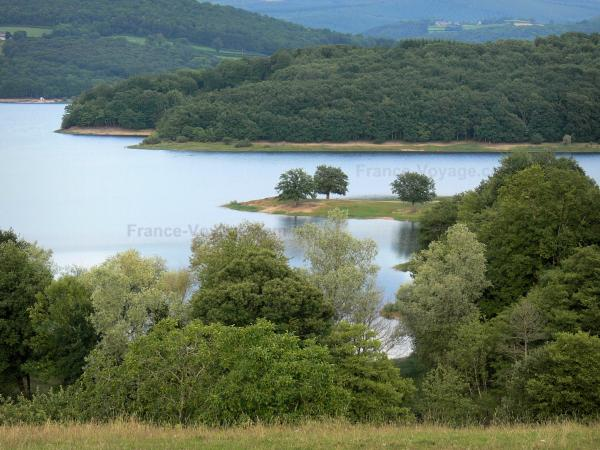 Pannecière lake - Artificial lake (Pannecière-Chaumard reservoir-lake) and its wooded banks; in the Morvan Regional Nature Park