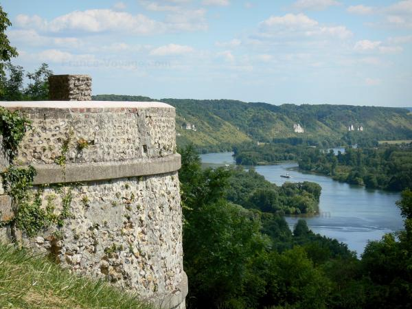 Panoramic view from the Deux-Amants coast - Deux-Amants viewpoint overlooking the Seine valley (river Seine and its green banks)