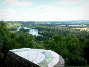 Panoramic view from the Deux-Amants coast - Viewpoint indicator of the Deux-Amants coast overlooking the Seine valley (river Seine and its green banks)