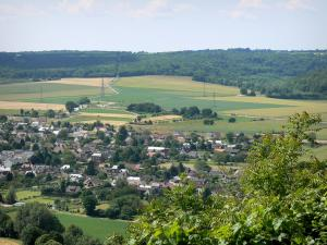 Panoramic view from the Deux-Amants coast - View of the houses of Pîtres and surrounding fields from the Deux-Amants viewpoint