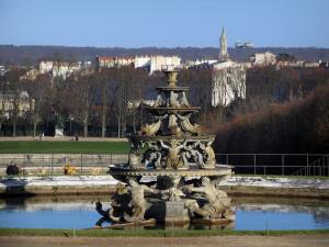 Park of the Palace of Versailles - Sculptures of a lake