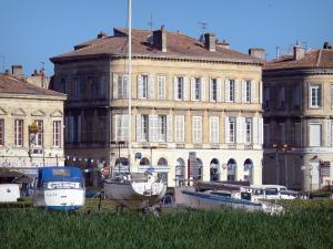 Pauillac - Facades of the town and boats of the marina
