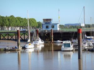Pauillac - Boats in the marina of Pauillac
