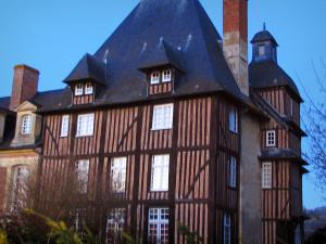 Pays d'Auge - Grandchamp castle and its half-timbered facade