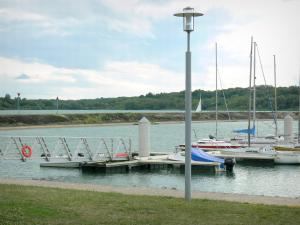 Pays du Der - Der Lake: walk along the port of Nemours